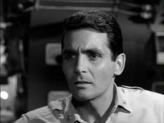 David Hedison as Lee Crane.  But then, you knew that.