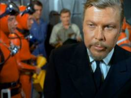 Albert Salmi as Brent is either an exact double of the ancient pirate or his ghost.