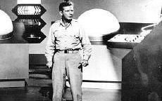Richard Basehart confronts aliens on of Voyage's best science-fiction episode.